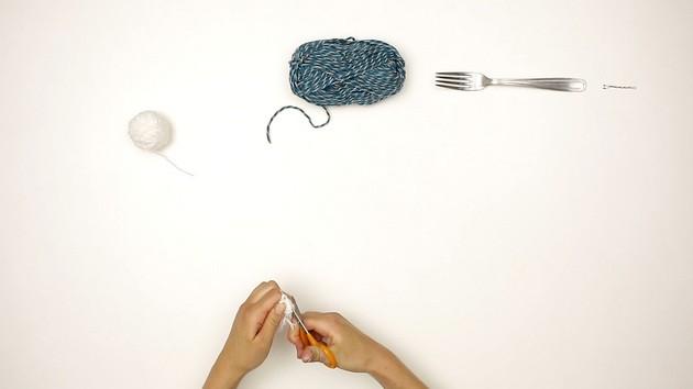 Simple Pompoms craft for kids